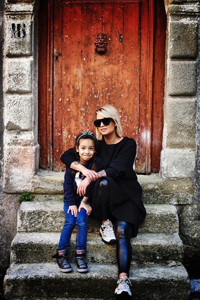 Szalai Nóri kislányával