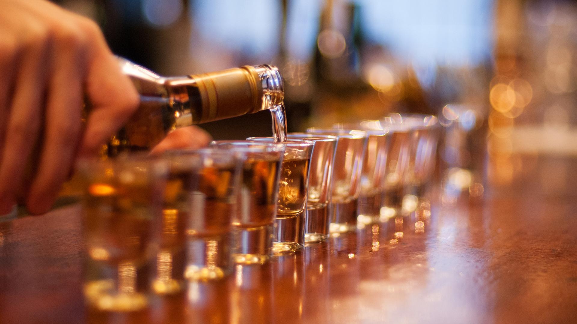 Görögországban lefoglalt alkoholból gyártanak fertőtlenítőt