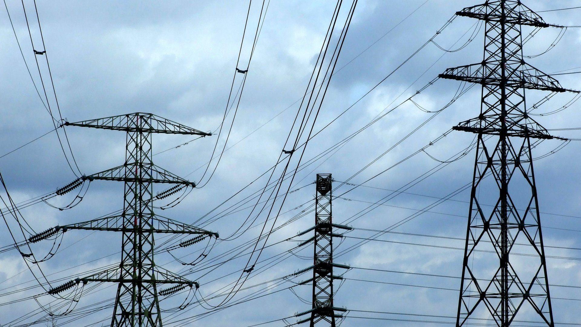 Az Elmű nagyfeszültségű villamosáram-távvezetékeinek tartóoszlopai a fõváros XI. kerületében (Fotó:MTVA/Bizományosi: Jászai Csaba)