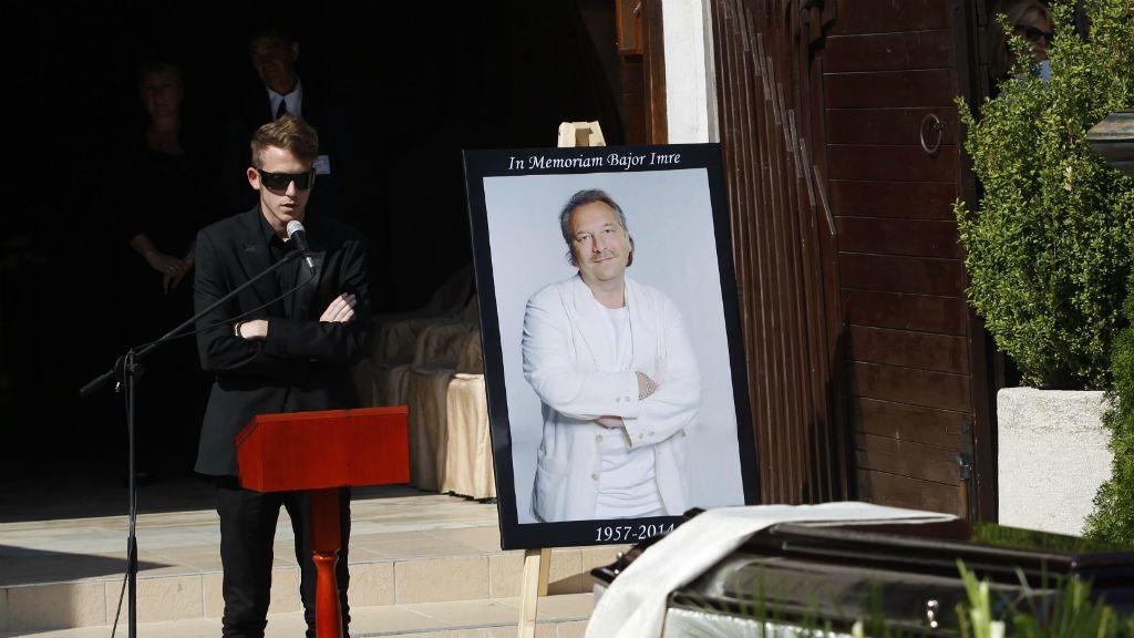 Bajor Imre fia, Bajor Marcell beszédet mond a színész temetésén a Farkasréti temetőben 2014. augusztus 22-én. A színművész életének 58. évében, augusztus 6-án hunyt el.MTI Fotó: Szigetváry Zsolt