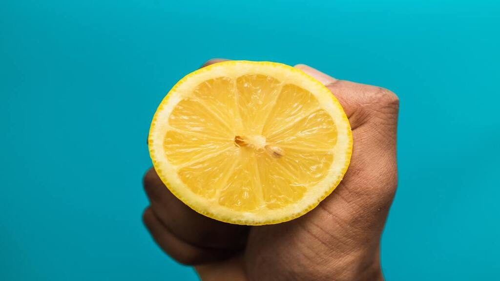 A koronavírus fertőzés első tünete lehet az íz- és szagérzékelés eltünése.Fotó: Louis Hansel @shotsoflouis on Unsplash
