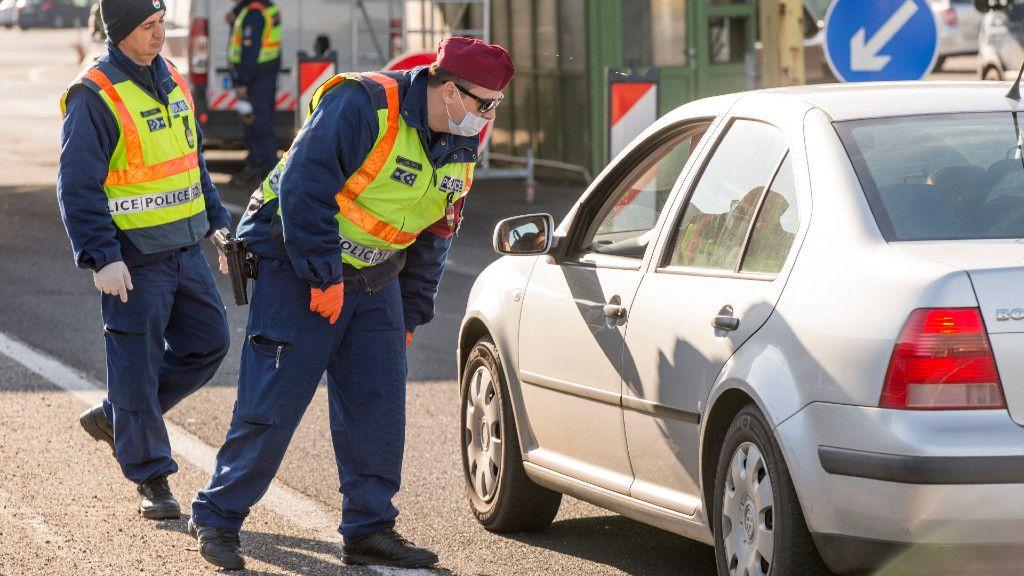 rendőrök, koronavírus, határátkelő