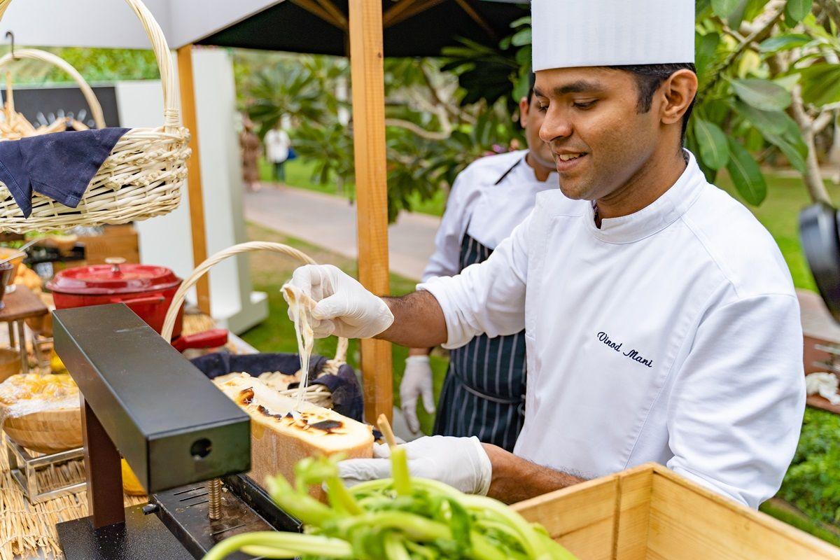 Dubaji szakács tálal