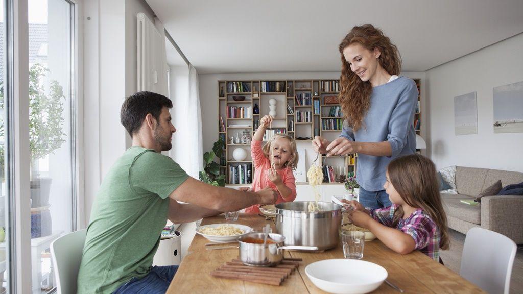 Hétköznapi családi ebéd (Fotó: Getty Images)