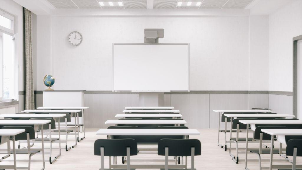 Üresen állnak az ovik és iskolák Franciországban