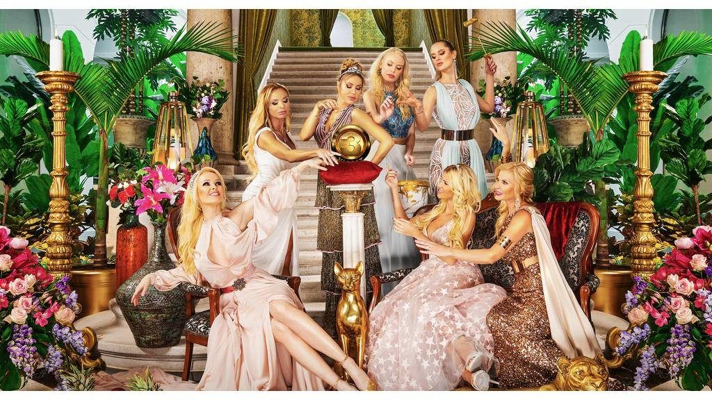 A Feleségek luxuskivitelben szereplői: Köllő Babett, Yvonne Dederick, Csősz Boglárka, Nagy Noémi, Molnár Nikolett, Polgár Tünde és Vasvári Vivien (Fotó: Viasat3)