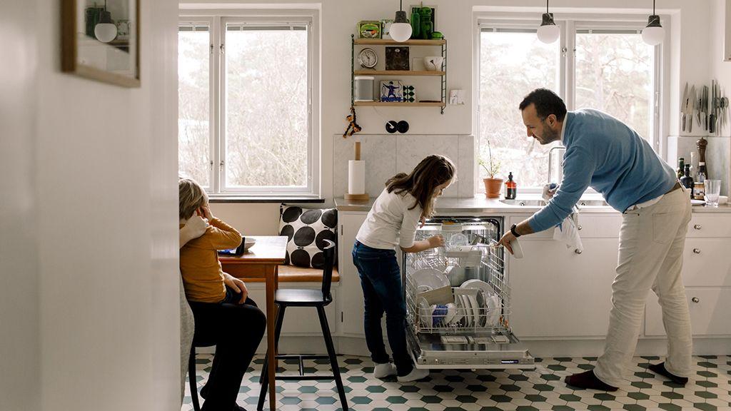 A mosogatógépet ügyesen kell bepakolni.