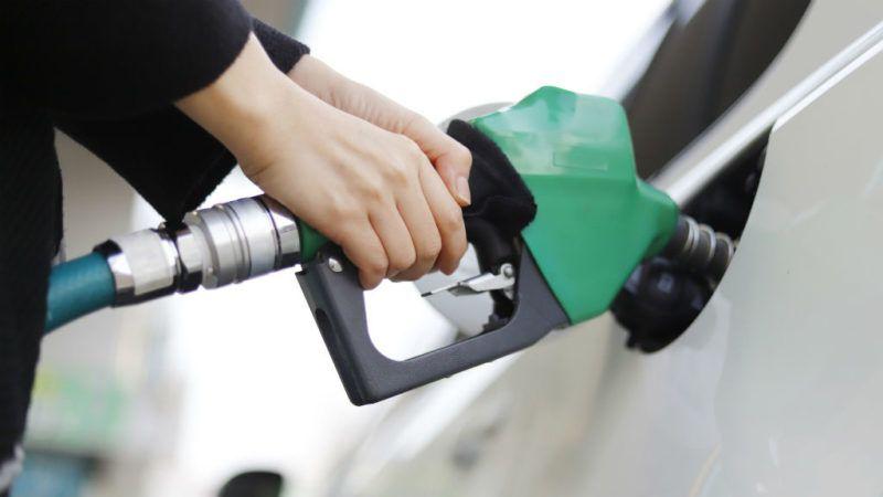 tankolás üzemanyag benzinár gázolaj