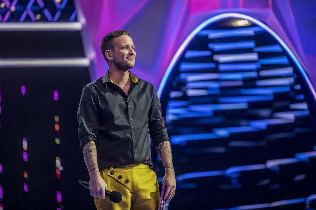 Istenes Bence arany nadrágja feltűnő volt (Fotó: RTL Sajtóklub)