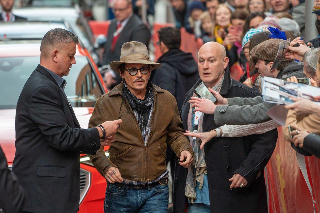 Johnny Depp megérkezik a 2020-as Berlini Filmfesztiválra (Fotó: Michael Kappeler/picture alliance via Getty Images)
