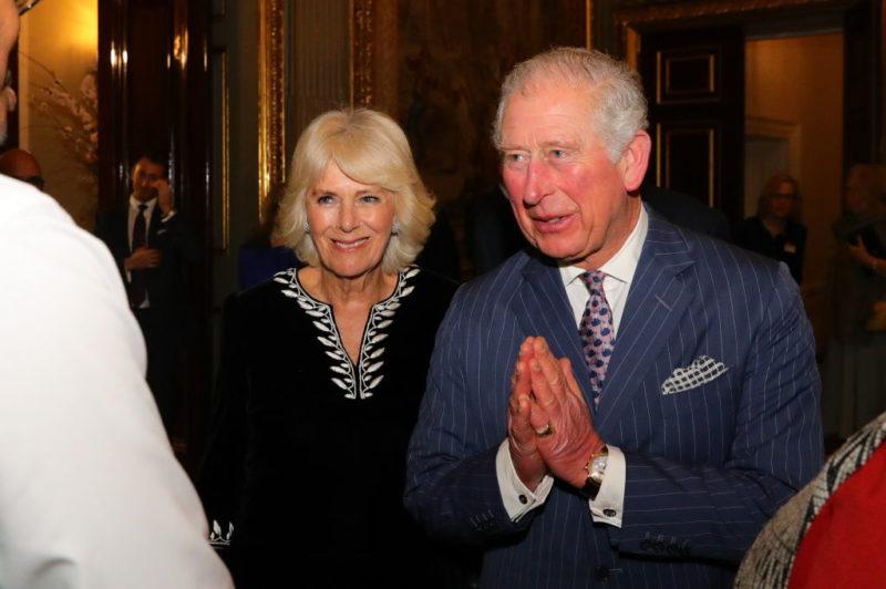Március 9-én még részt vett egy nyilvános eseményen Károly és felesége. Ám ekkor már nem fogott kezet senkivel a herceg. (Photo by Aaron Chown-WPA Pool/Getty Images)
