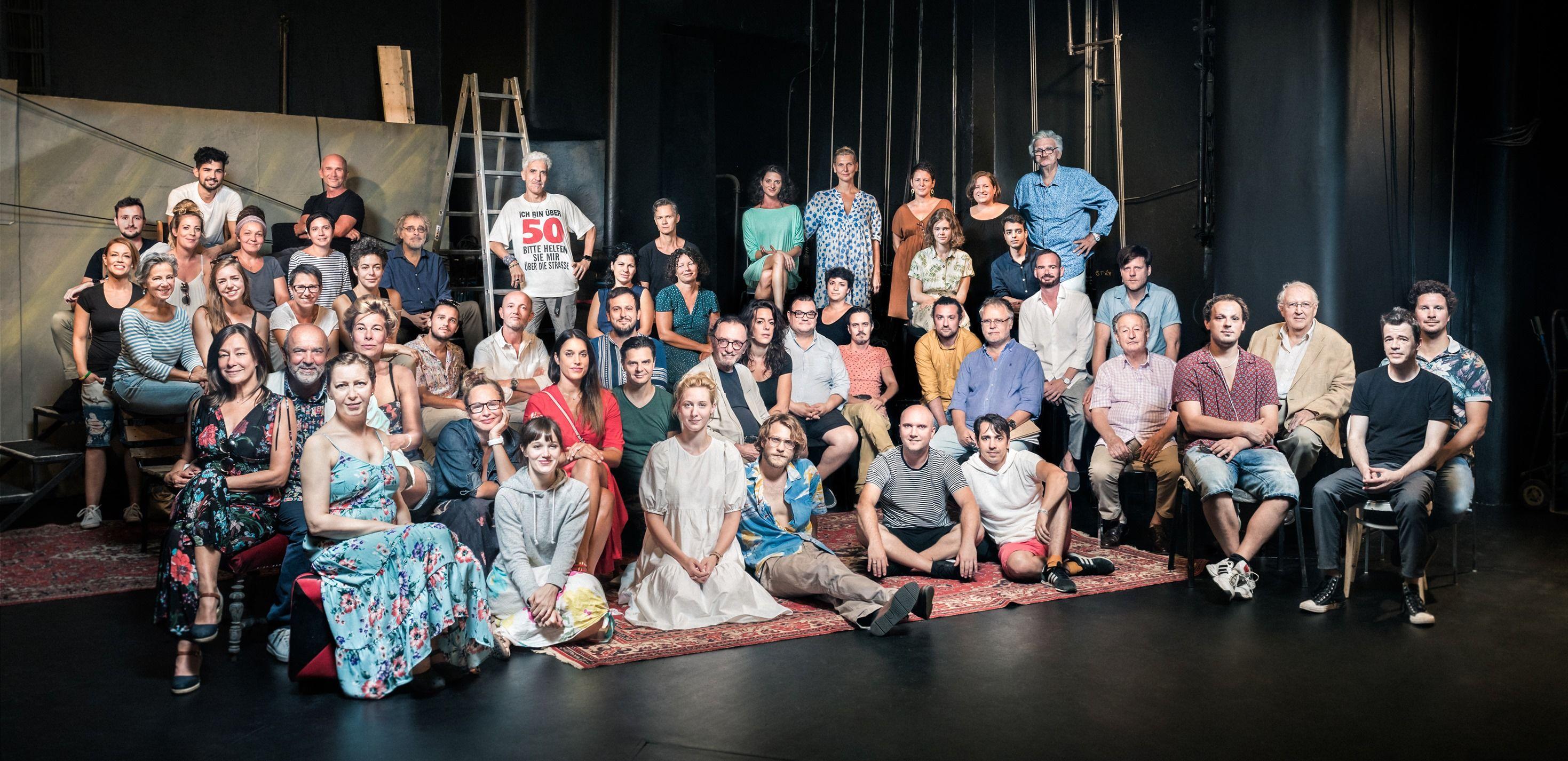 A Katona József Színház társulata (Fotó: Daniel Dömölky Photography / Katona József Színház Facebook)