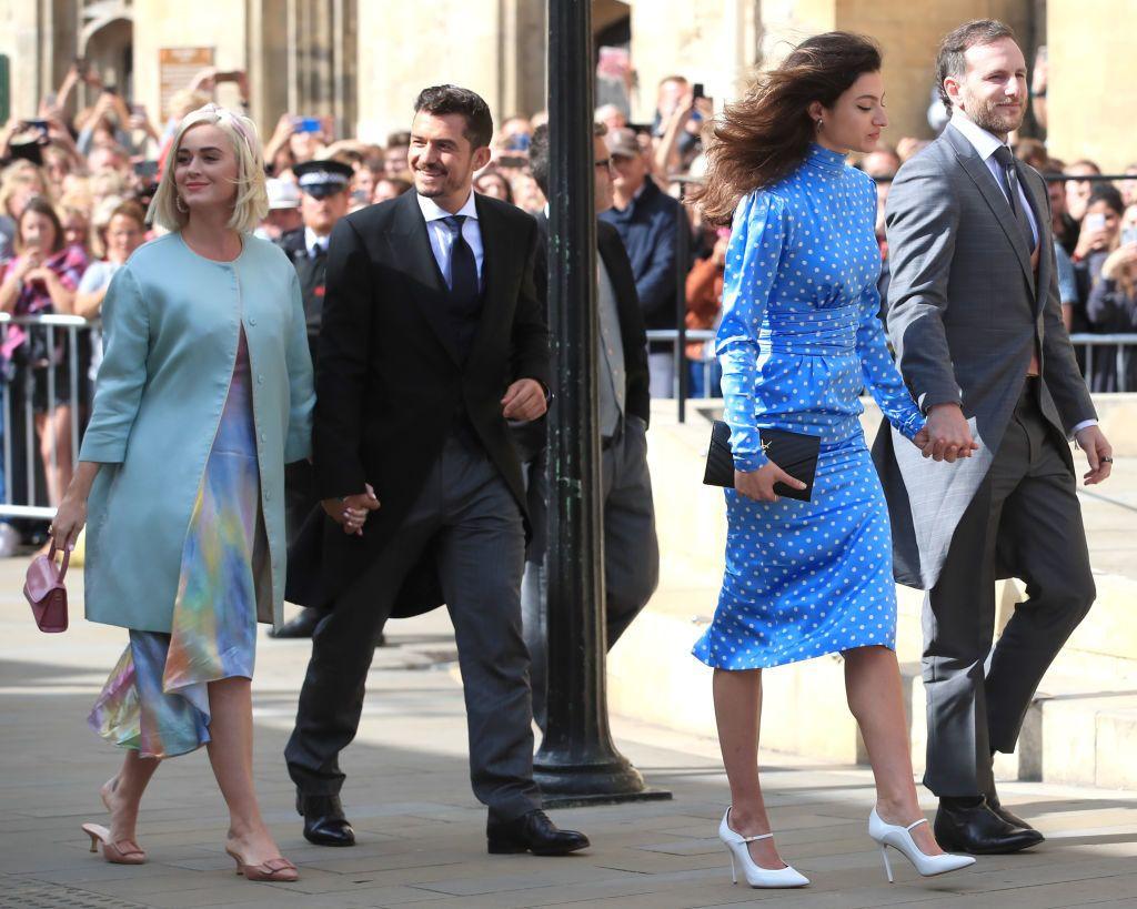 Ritka közös képek egyike: Katy Perry és Orlando Bloom kéz a kézben sétáltak Ellie Goulding esküvőjén (Fotó: Peter Byrne/PA Images via Getty Images)