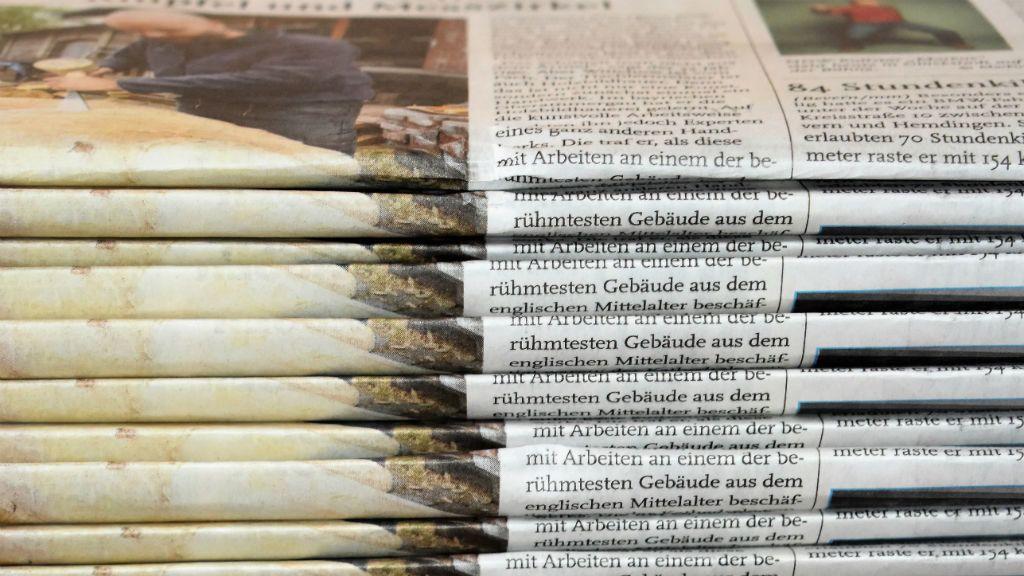 Koronavírus - Dugig vannak gyászjelentéssel az olasz újságok. Illusztráció: Waldemar Brandt on Unsplash