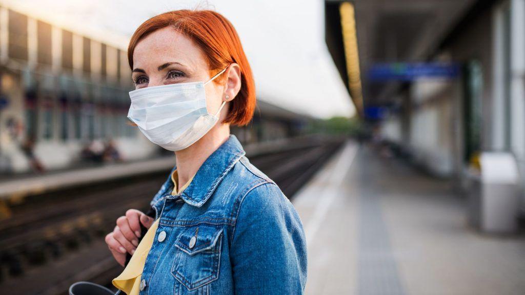 arcmaszk kötelező a prágai tömegközlekedésben a koronavírus miatt