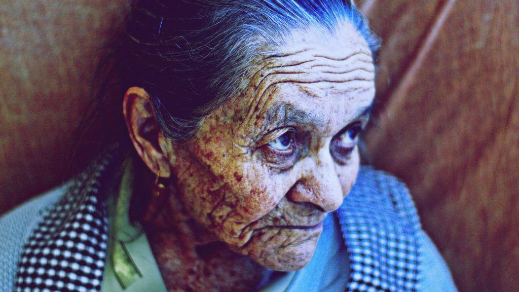 A 94 éves nagymama valahogy nem tudott annyira örülni születésnapjának, mint a körülötte lévők. Képünk illusztráció - Cristian Newman on Unsplash