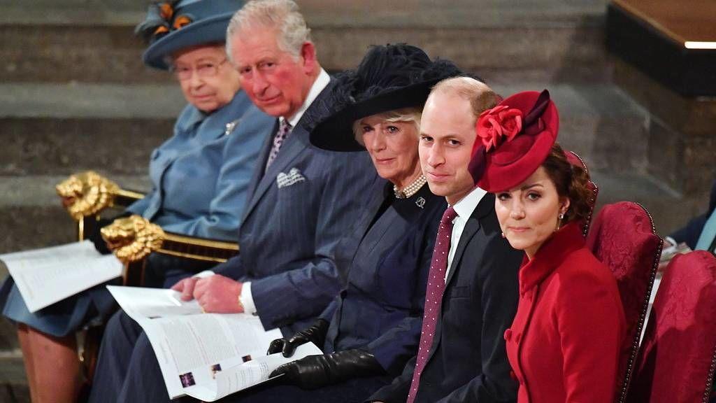 A királyi család tagjai március 9-én.