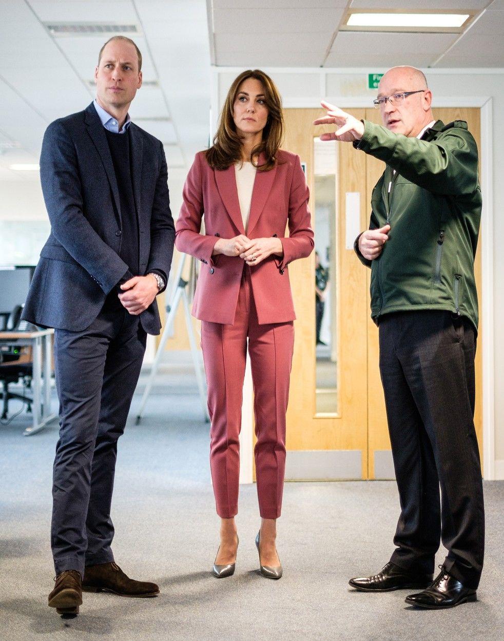 Vilmos herceg és Katalin hercegnő egy londoni menőállomáson