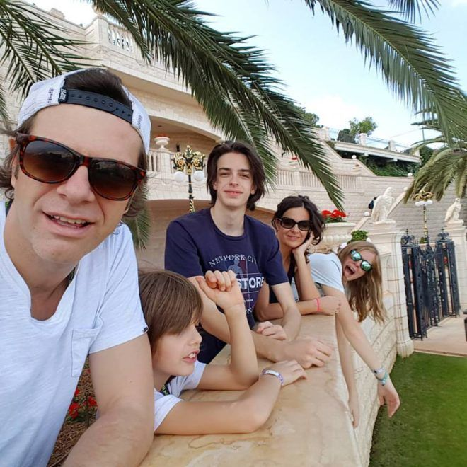 Tilla és családja Izraelben (Fotó: Tilla Facebook oldala)