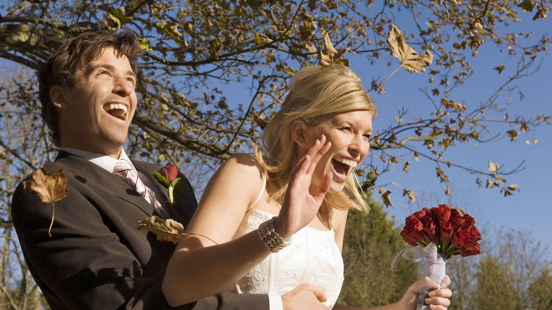 cuki lámával állított be az esküvőre a menyasszony testvére