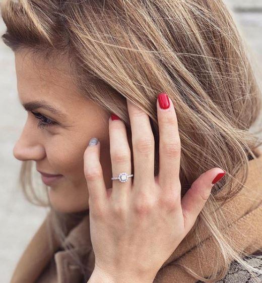 Weisz Fanni gyönyörű gyűrűt kapott (Fotó: Instagram)