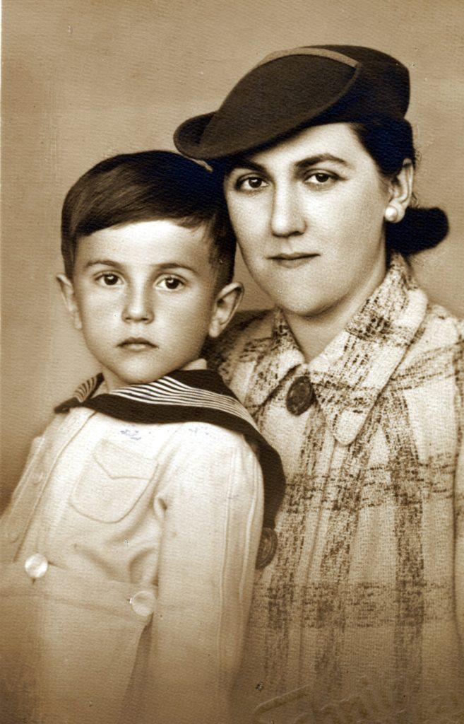 Antal Imre az édesanyjával, Erzsébettel (Fotó: smagpictures.com)