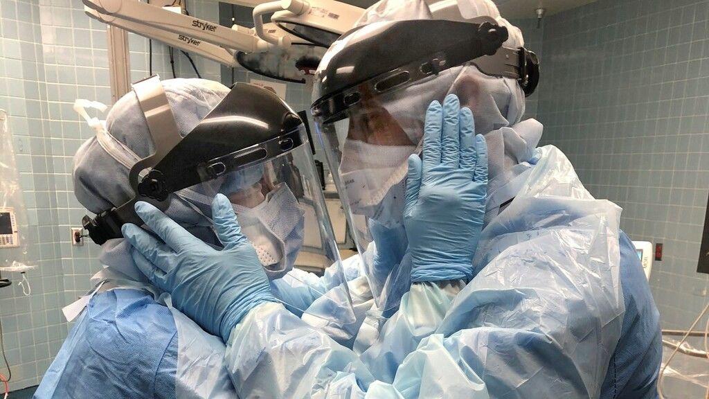 Mindy és Ben egy floridai kórházban ápolók, fotójuk bejárta a netet.