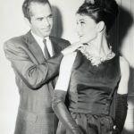 Audrey Hepburn a híressé vált Tiffany-gyémántot magába foglaló nyakékkel. A Tiffany-gyémánt a világ egyik leghíresebb és legnagyobb gyémántja, 128.51 karátos.