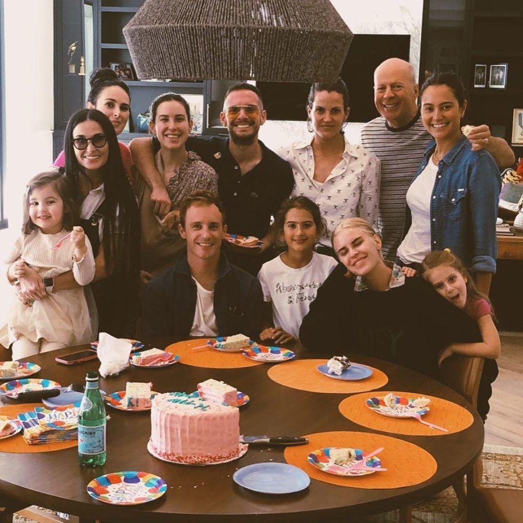 Bruce Willis, Demi Moore és Emma Heming-Willis gyerekei rendszeresen együtt ünnepelnek (Fotó: Emma Willis /Instagram)