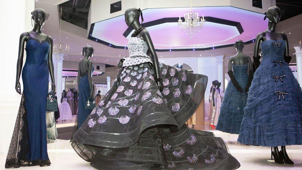 Christian Dior: Designer of Dreams - a kiállítást most online is megtekinthetjük.