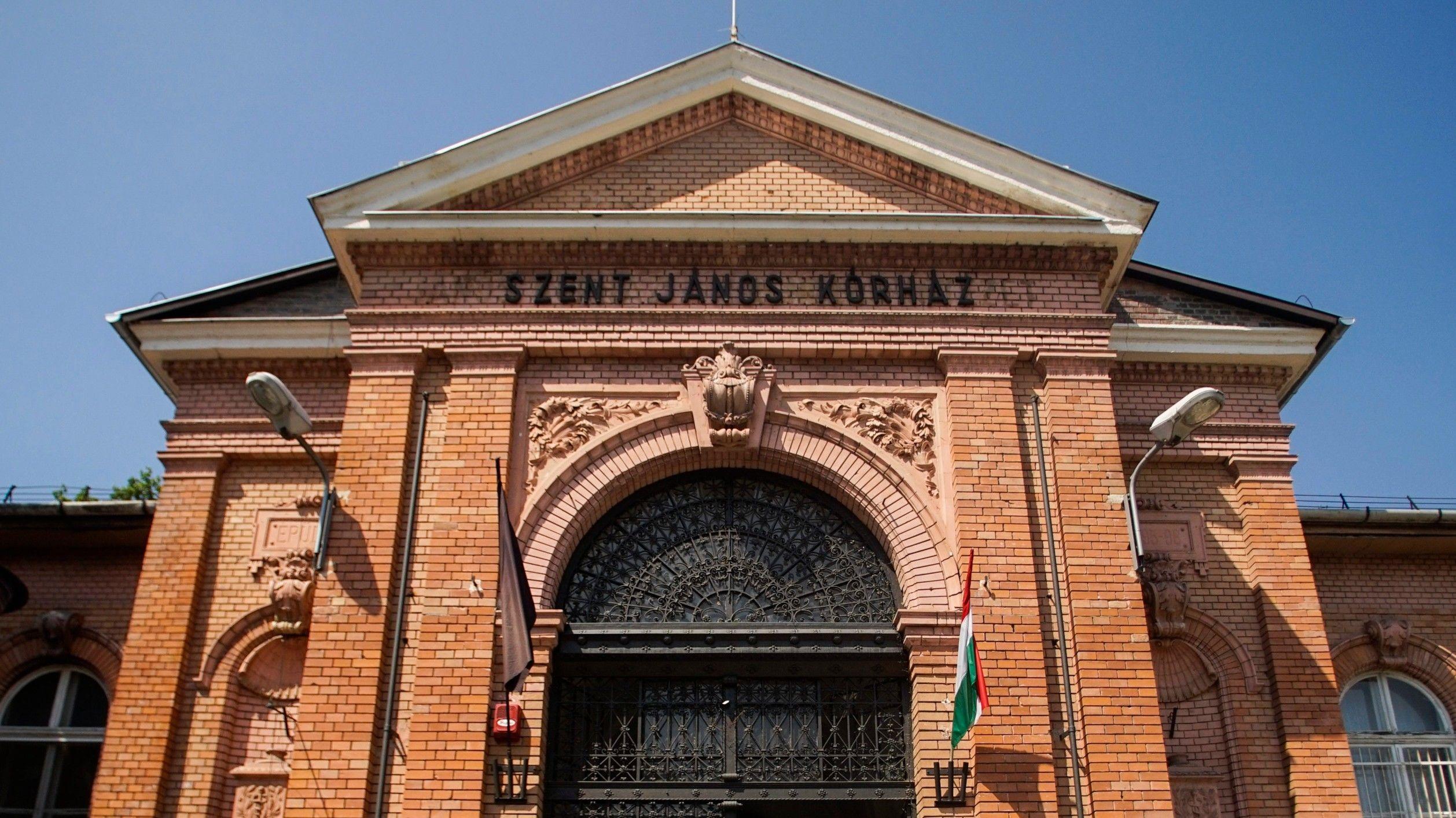 A budapesti Szent János Kórház főbejárata