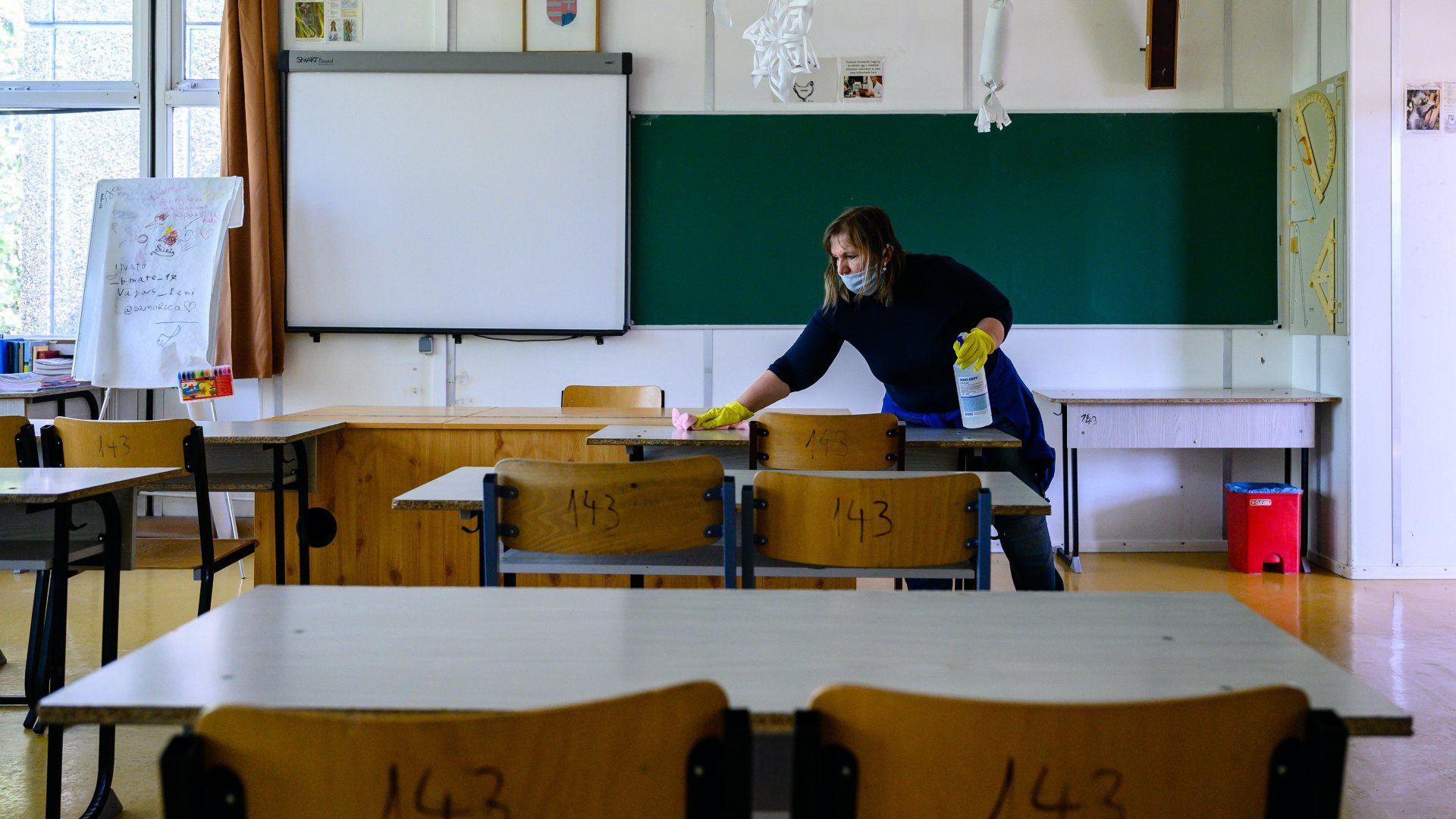 Tantermet fertőtlenítenek az érettségi előtt