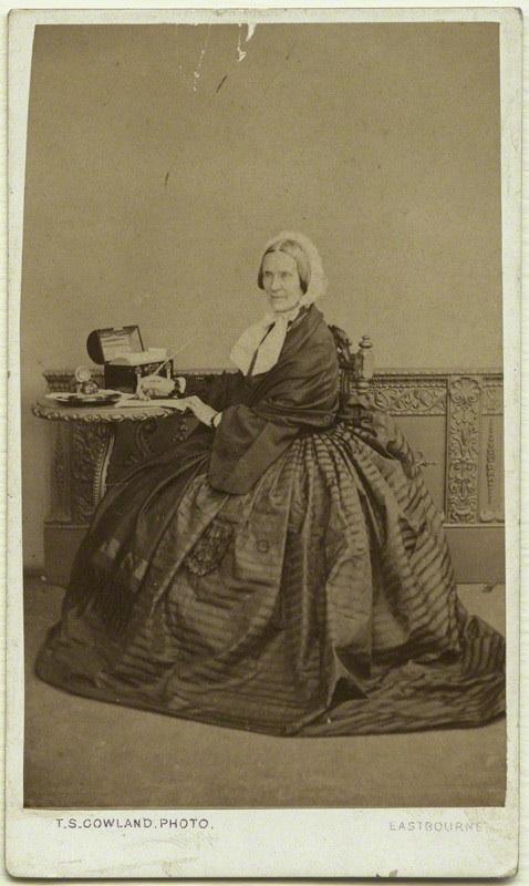 Az írónő az 1860-as években (fotó: Wikipedia)