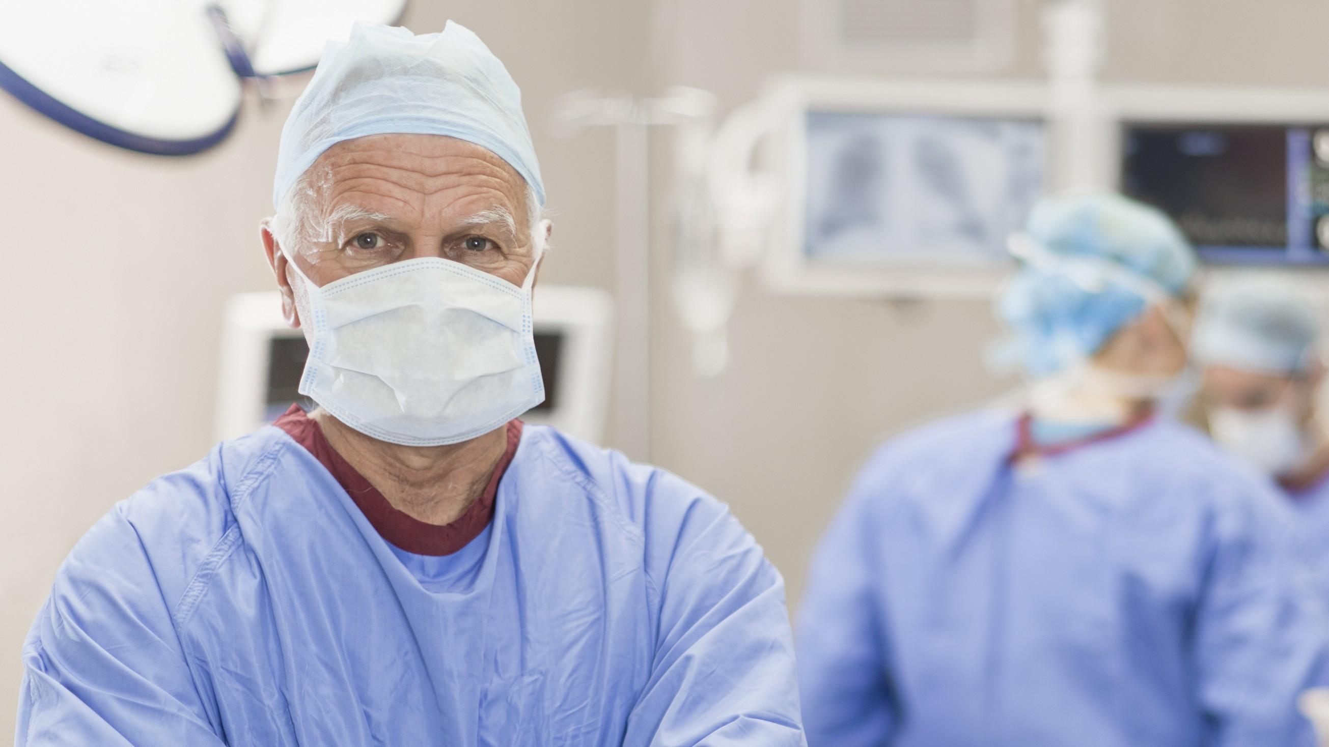Visszamehetnek dolgozni a 65 év feletti orvosok