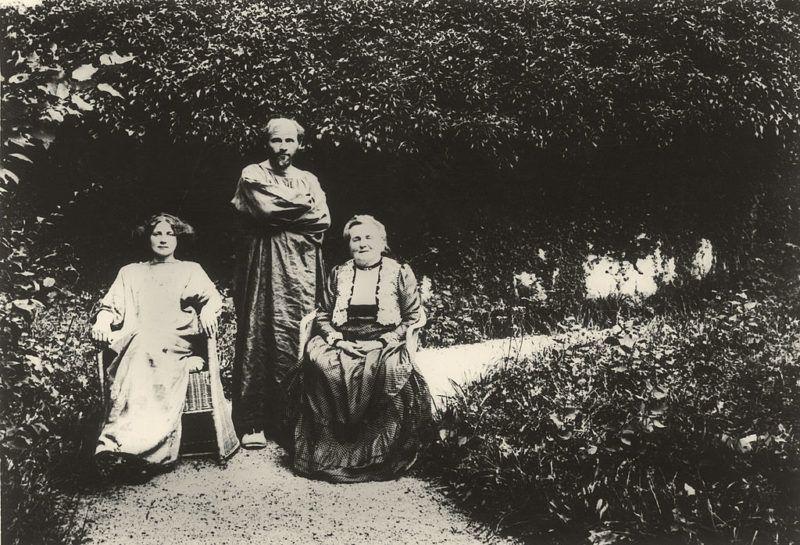 Gustav Klimt, Emilie Flöge és az édesanyja, Barbara =Fotó: Imagno/Getty Images)