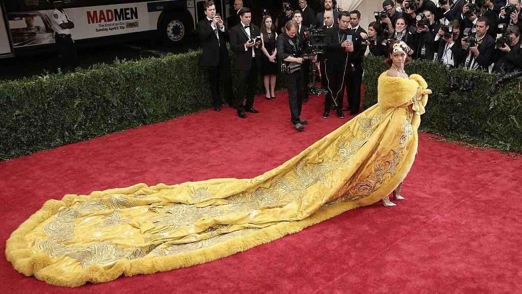 Rihanna felejthetetlen ruhája a 2015-ös MET-gáláról