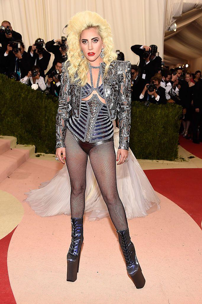 Lady Gaga a vörös szőnyegen 2016-ban