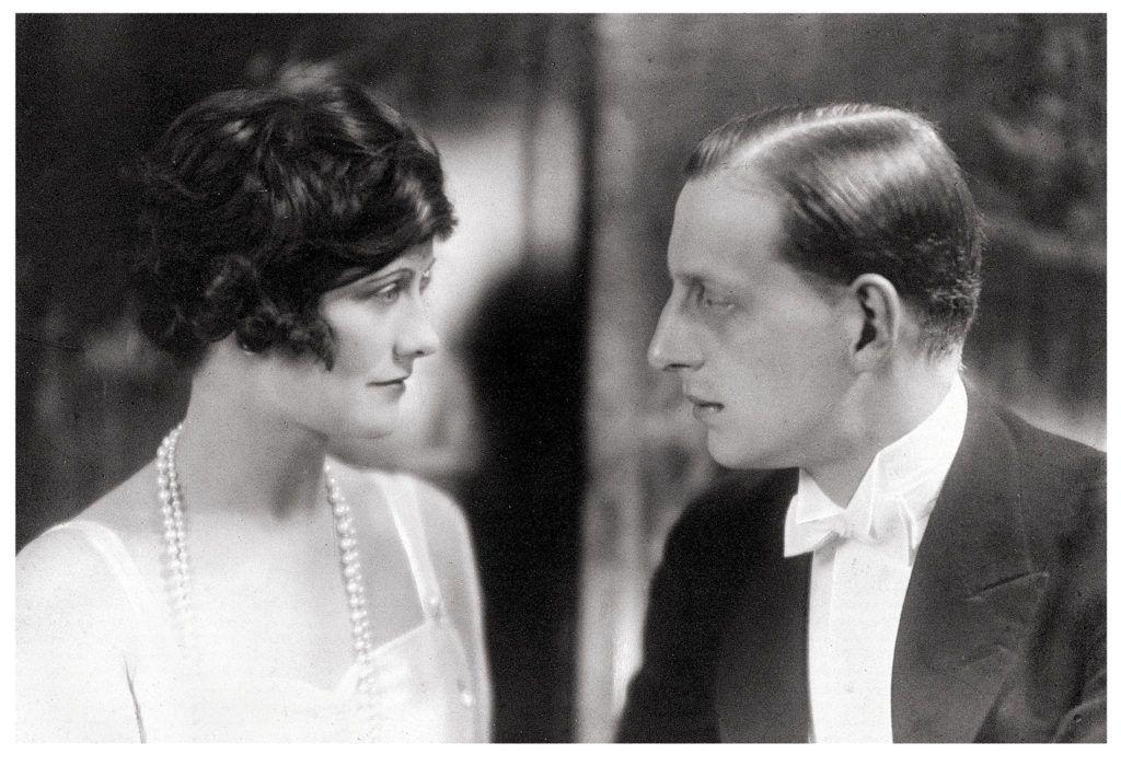 Gabrielle Chanel és Dmitrij Pavlovics Romanov orosz nagyhercegfotója 1920-ból.