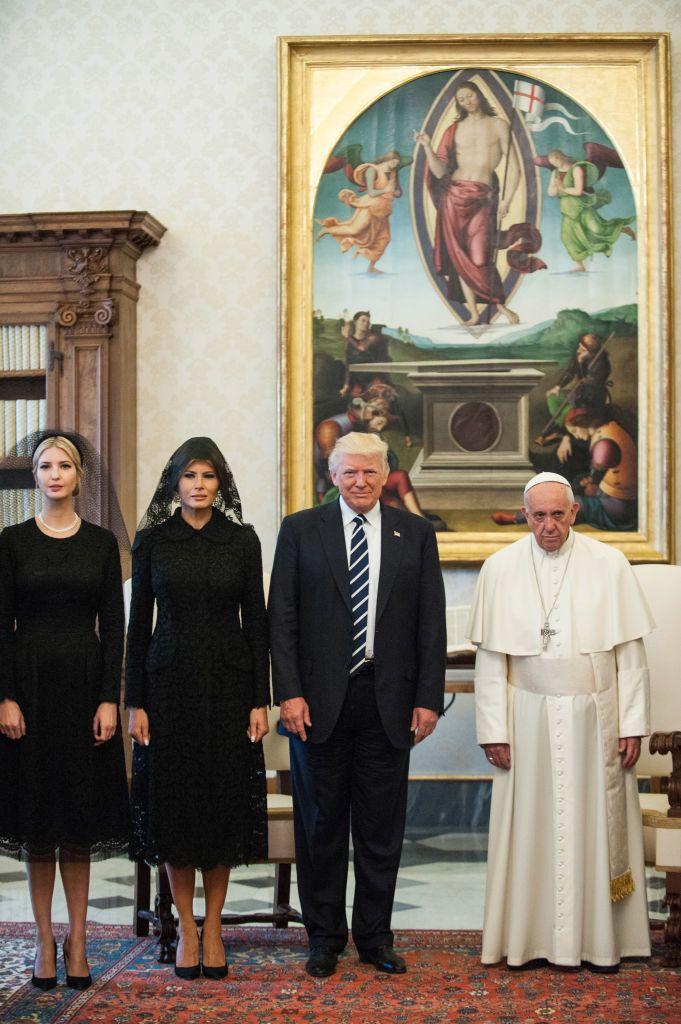 Zseniális csoportkép Ferenc pápával