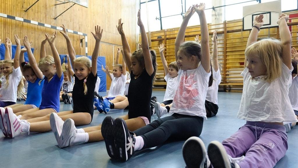 Újabb tippekkel segítenek a karanténban lemozgatni a gyerekeket