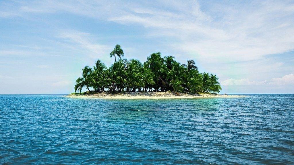 Korábban milliomos volt, most magányosan, egyedül él a saját szigetén