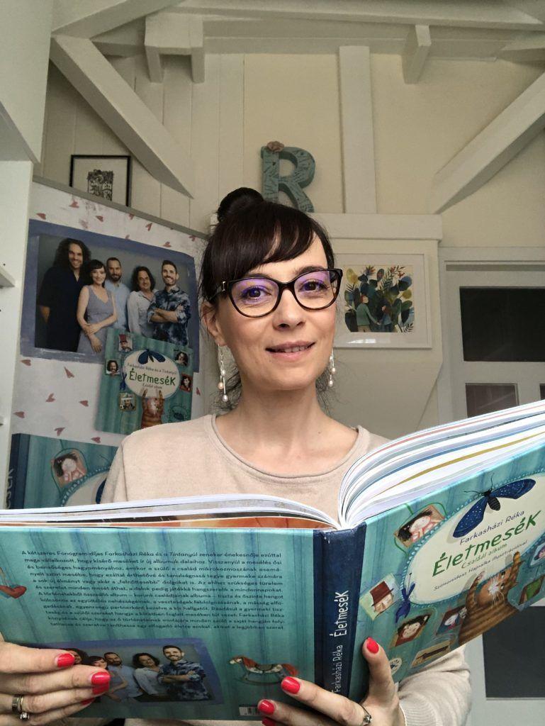 Réka minden este mesét olvas a közösségi oldalán (Fotó: Farkasházi Réka)
