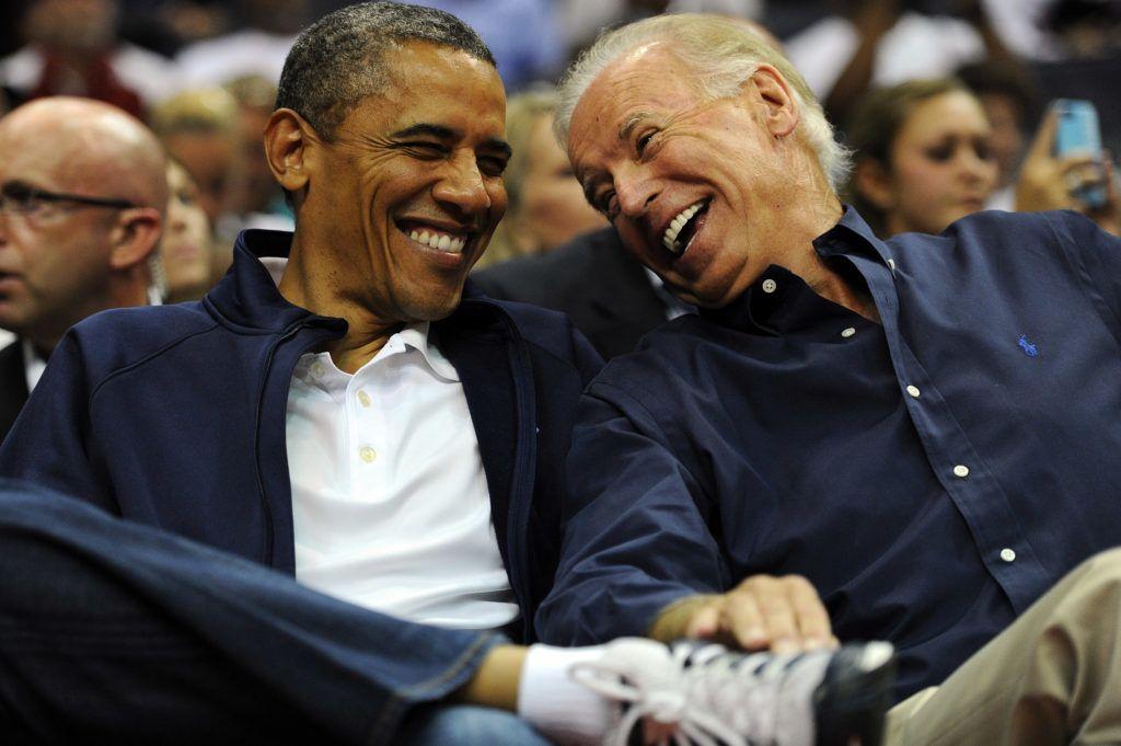 Barack Obama amerikai elnök és Joe Biden alelnök egy washingtoni kosármeccsen (Fotó: Patrick Smith/Getty Images)