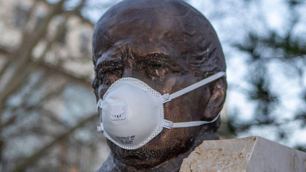Semmelweis Ignác szobor bécs