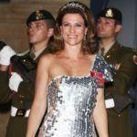 Márta Lujza norvég hercegnő, ruháján a királyi családi rangjelzéssel.