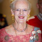 II. Margit dán királynő 2018-ban, ruháján a királyi családi rangjelzésekkel.