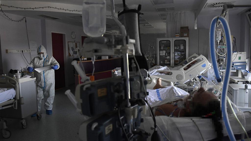 koronavirusos beteg kórházban