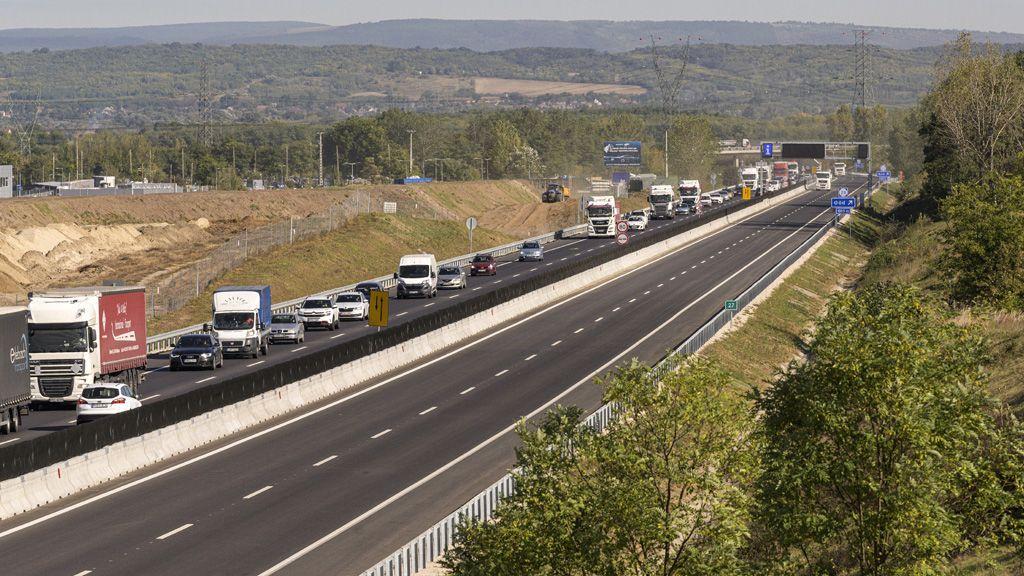 A közlekedés azért tartogat kihívásokat az agglomerációban élőknek. (Fotó: MTI/Szigetváry Zsolt)