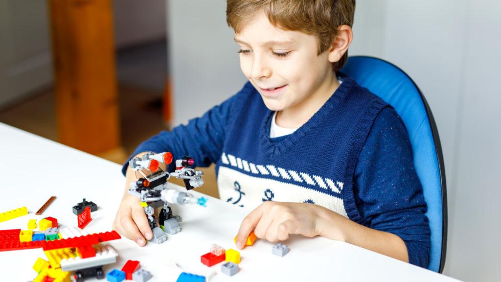 Amikor játszunk, azt a játék öröméért tegyük, ne tekintsük azt például jutalomnak a házi feladat elkészítéséért (fotó: getty images)