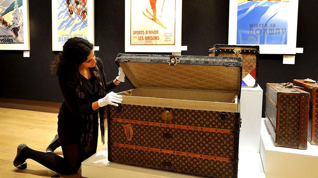 Régi, fából készült Louis Vuitton utazóláda.